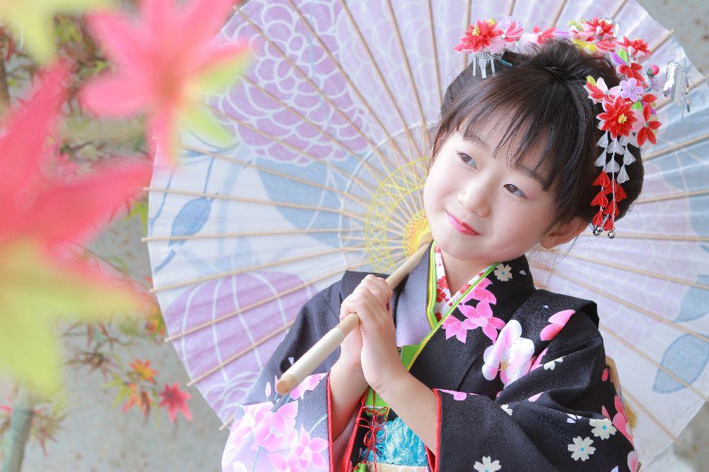 フォトスタジオkomachi深谷店にて撮影の七五三写真七歳和傘